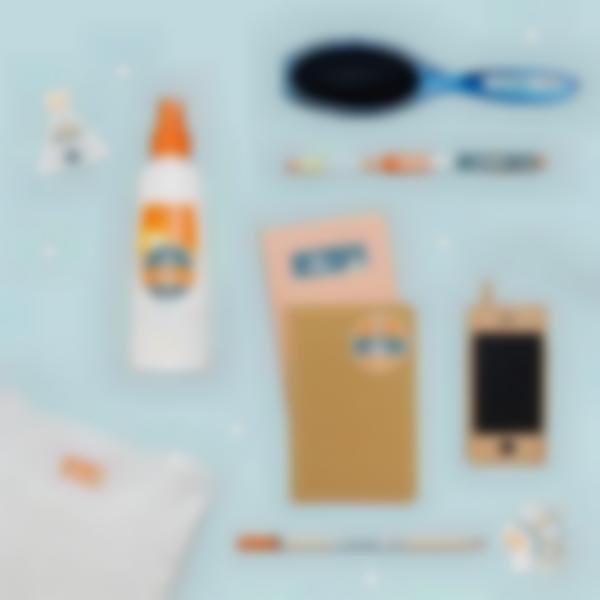 pachetto campo estivo etichette oggetti