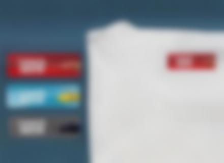 Etichette Cars su una t-shirt