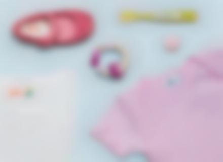 """Des étiquettes """"Tropical"""" pour les affaires de l'enfant à la crèche"""